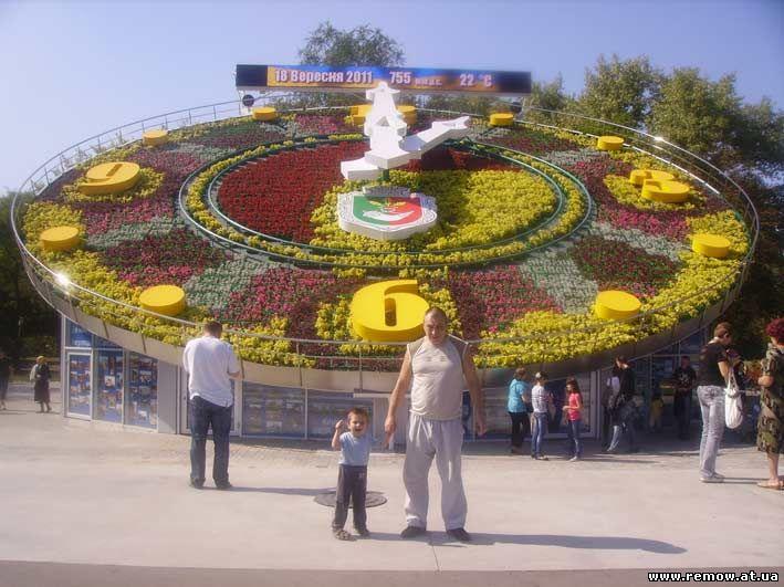 город Кривой Рог - знаменитые часы - Krivoy Rog city - the famous clock